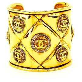 Chanel-Rare Vintage Gold Plated Quilted CC Motif Cuff Bangle-Golden