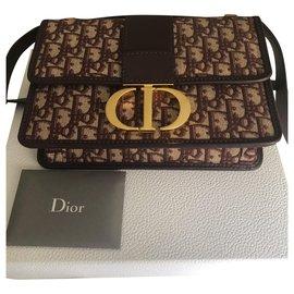 Christian Dior-30 Montaigne-Prune