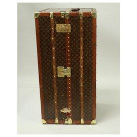 Louis Vuitton-Rare pièce Collector: Malle Wardrobe/Armoire Louis Vuitton en toile au pochoir des années 1920/1930-Marron