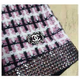 Chanel-Chanel Multicoloured Embellished Cashmere Shorts size 36-Multiple colors