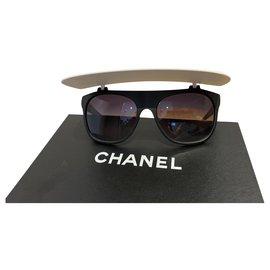 Chanel-Des lunettes de soleil-Noir,Blanc