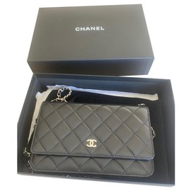 Chanel-Chanel Wallet on Chain shoulder bag in black quilted leather-Black