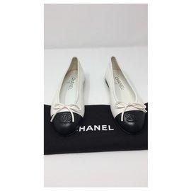 Chanel-CHANEL BALLET FLATS WHITE BLACK BALLERINA BRAND NEW-Black,White