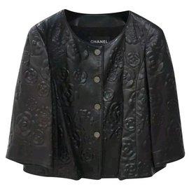 Chanel-$9675 CHANEL Veste Agneau Noir Camellia CC Logo Boutons Sz.36-Noir