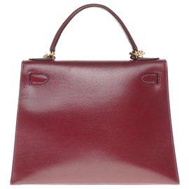 Hermès-Superbe Sac Hermès Kelly 28 sellier avec bandoulière en cuir box rouge H, garniture en métal plaqué or en très bel état !-Bordeaux