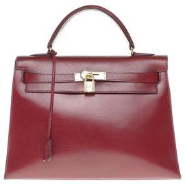 Hermès-Splendide Hermès Kelly 32 sellier avec bandoulière en cuir box rouge H , garniture en métal plaqué or-Bordeaux