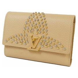 Louis Vuitton-portofeuilles Capucines compact Portefeuille plié M63953 Couleur Beige-Beige