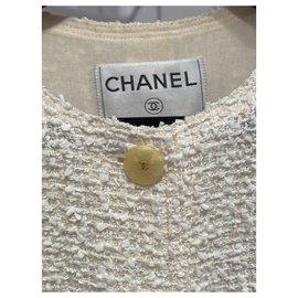 Chanel-Vestes-Beige
