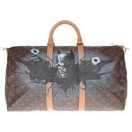 """Louis Vuitton-Sac de Voyage Louis Vuitton Keepall 60 en toile monogram customisé """"Batman Vs Elmer"""" et numéroté #71 par l'artiste PatBo-Marron"""