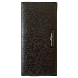 Salvatore Ferragamo-Pebbled leather vertical wallet-Dark brown