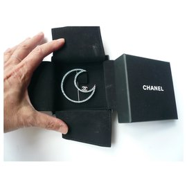 Chanel-CHANEL Jewel New brooch rhinestone blue sky moon with pouch and original box-Other