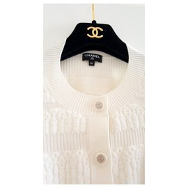 Chanel-New Authentic Chanel 19B wool Cardigan CC buttons $3.9k Size 36 rare!-White