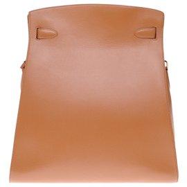 Hermès-Magnifique Sac Hermès Kelly Sport n cuir courchevel gold, garniture en métal plaqué or-Doré