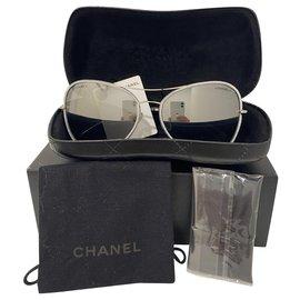 Chanel-Chanel Sunglasses , Pilot model silver mirror effect . Neuve-Silvery