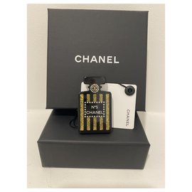 Chanel-Chanel Brooch N.5 in resin , Jamais porté-Multiple colors