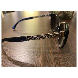 Chanel-Des lunettes de soleil-Noir