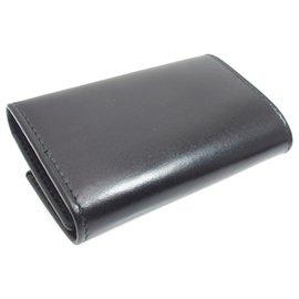 Gucci-Porte-clés en cuir à écusson noir Gucci-Noir