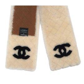 Chanel-CHANEL MOUTON  SHEEP CC WHITE SCARF-Black,White
