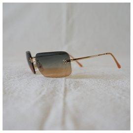 Chanel-Des lunettes de soleil-Multicolore