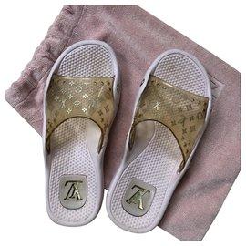 Louis Vuitton-Louis Vuitton Light Pink Beach Sandals-Golden,Other