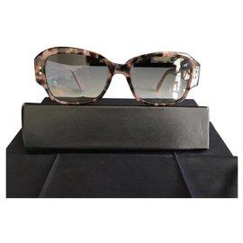 Dior-Des lunettes de soleil-Rose