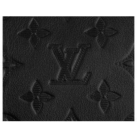 Louis Vuitton-LV Keepall Monogram Shadow en cuir embossé-Noir