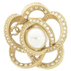 Chanel-Chanel Gold Rhinestone Flower Faux Pearl Brooch-Golden