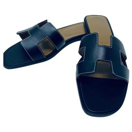 Hermès-HERMES ORAN BLACK FLAT SANDALS NEW-Black