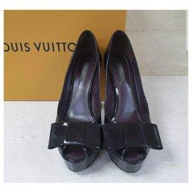 Christian Louboutin-Louis Vuitton  Amarante Monogram Vernis True Peep Toe Pumps Sz. 37,5-Black