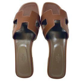 Hermès-HERMES ORAN FLAT SANDALS NEW-Brown