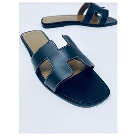 Hermès-HERMès ORAN BLACK FLAT SANDALS NEW E-Black