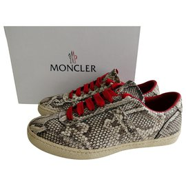 Moncler-sneakers-Gris