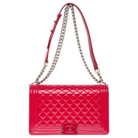 Chanel-Superb Chanel Boy New medium bag (28cm) in red patent leather, red buckle limited edition, antique silver metal trim,-Red