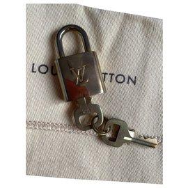 Louis Vuitton-lock and keys-Gold hardware