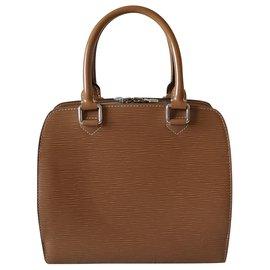 Louis Vuitton-Handbags-Caramel