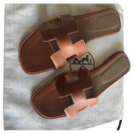 Hermès-FLAT SANDALS HERMES ORAN GOLD COLOR NEW-Light brown