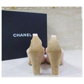 Chanel-Escarpins en daim beige Chanel Escarpins Chaussures Sz 38,5-Beige
