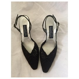 Stuart Weitzman-Chaussures de soirée avec dentelle-Noir