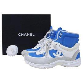 Chanel-Chanel Baskets montantes en cuir blanc avec logo CC en daim gris EU 38,5 US 8,5-Bleu,Gris