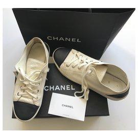Chanel-Baskets basses-Noir,Écru