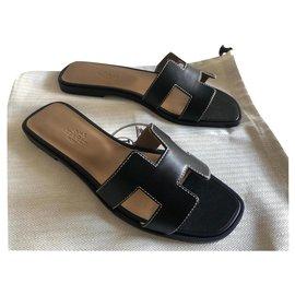 Hermès-HERMES ORAN BLACK SANDALS NEW-Black