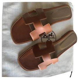 Hermès-HERMES ORAN SANDALS NEW GOLD COLOR-Light brown