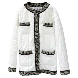 Chanel-Chanel 18Ein weißer schwarzer Tweed Quilt Puffer Jackenmantel-Weiß