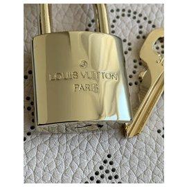 Louis Vuitton-Cadenas-Doré