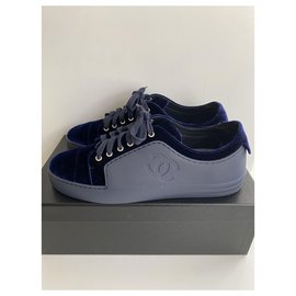 Chanel-Chanel sneakers in leather / velvet , blue night . taille 40,5-Navy blue