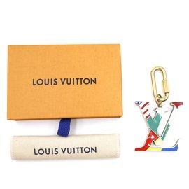 Louis Vuitton-Louis Vuitton Charm Porte-Clé Drapeau Bijou Multicolore Or-Multicolore