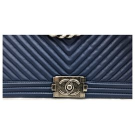 Chanel-Chanel Boy Blue bag in chevron leather Large-Navy blue