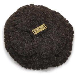 Chanel-Broche en laine camélia marron Chanel-Marron,Marron foncé