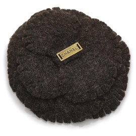 Chanel-Chanel Brown Camellia Wool Brooch-Brown,Dark brown
