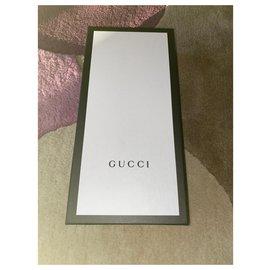 Gucci-Gants. gucci nouveau.-Rouge